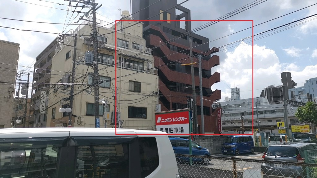 プレイルームとして使われる駅前のマンション