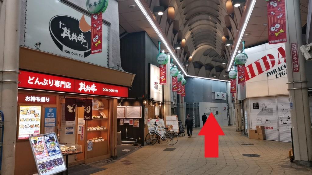 千林駅前の道を進む