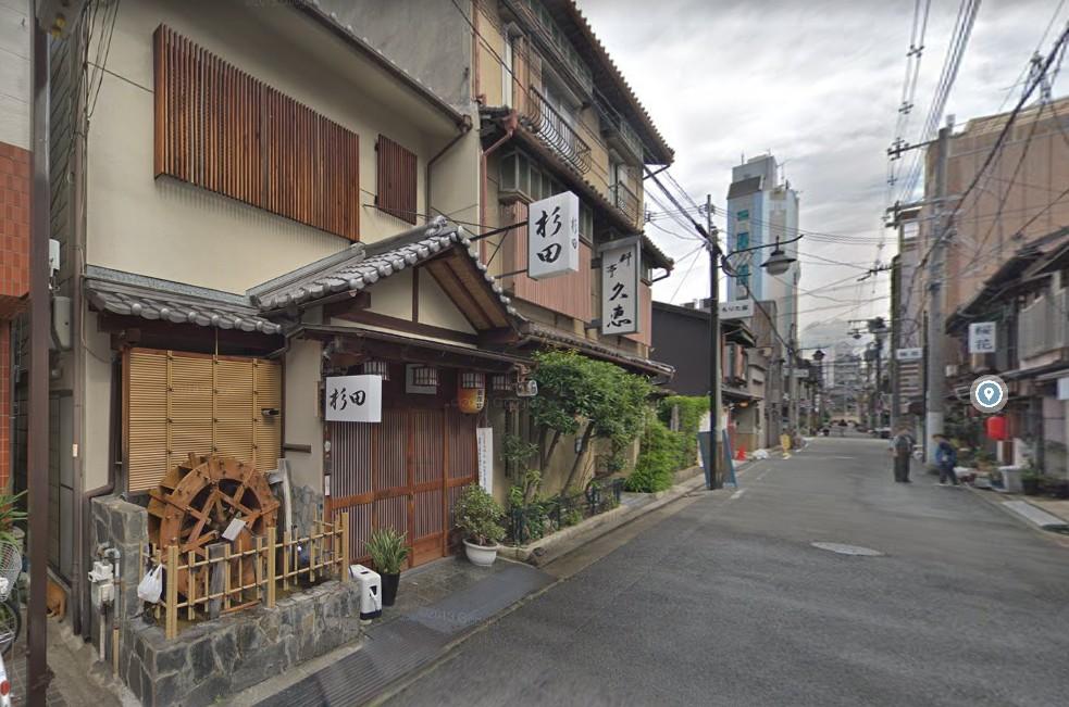 今里新地の水車のあるお店として有名な「杉田」