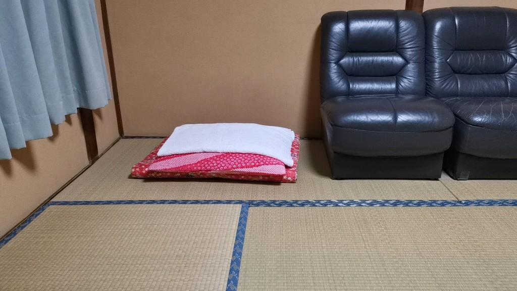 今里新地のヤリ部屋の折り畳み式布団