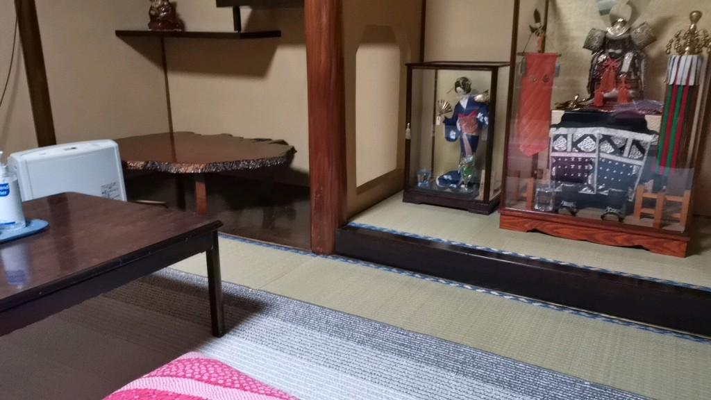 今里新地のヤリ部屋に飾ってあった人形など