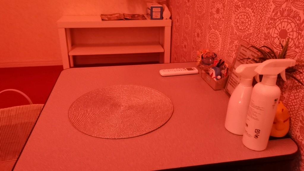 松島新地のヤリ部屋のテーブル