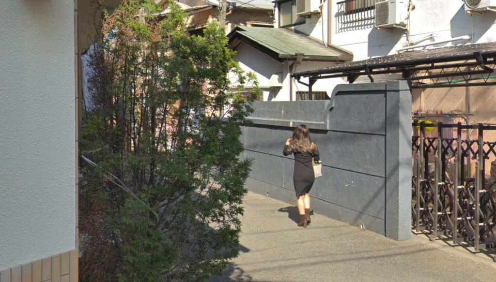 信太山新地の旅館に派遣されていく女の子