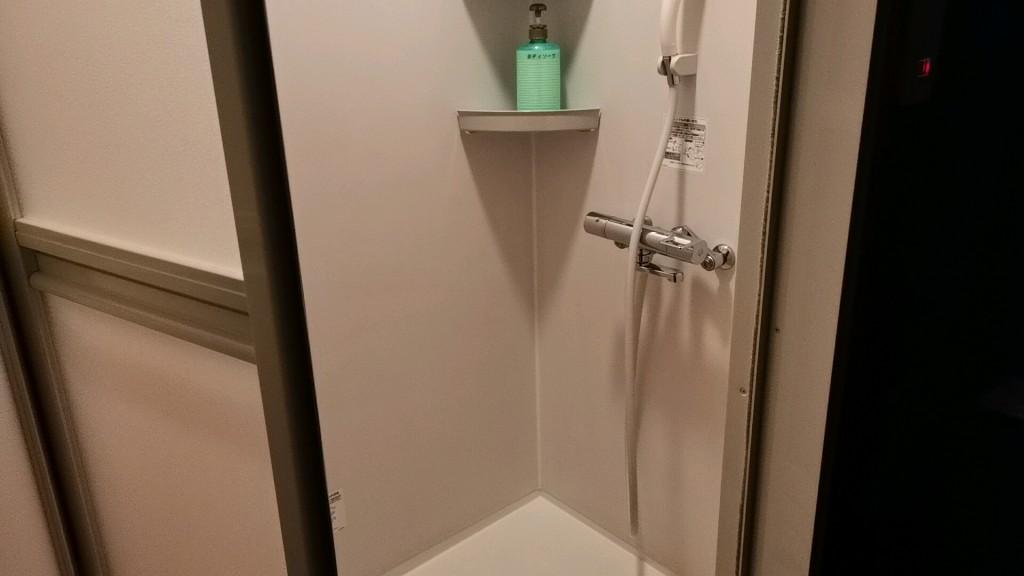 ぶれんだのヤリ部屋のシャワー