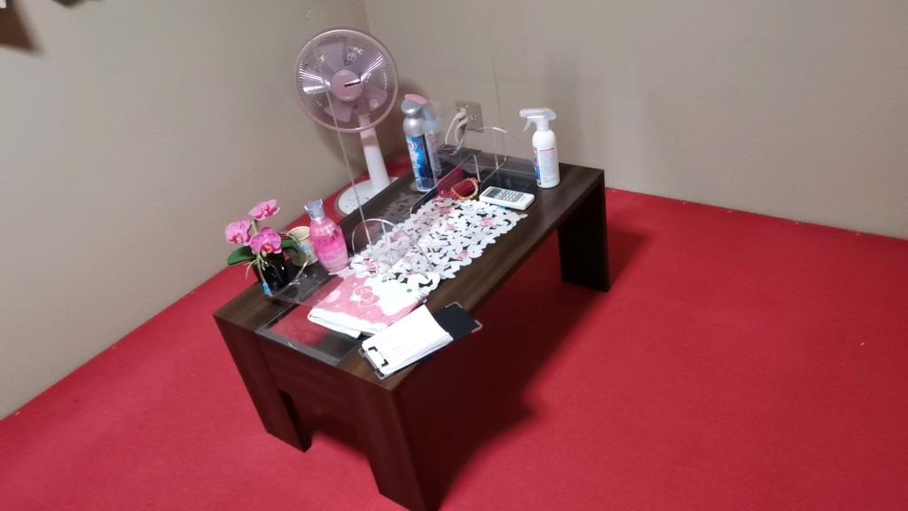 飛田新地のヤリ部屋の小机