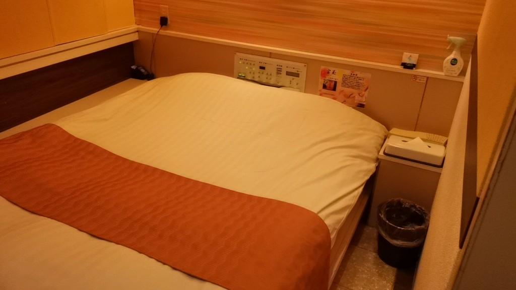 大塚のラブホテル「ビアンカドゥエ」のベッド