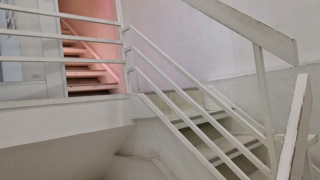 キラリ上野店の階段
