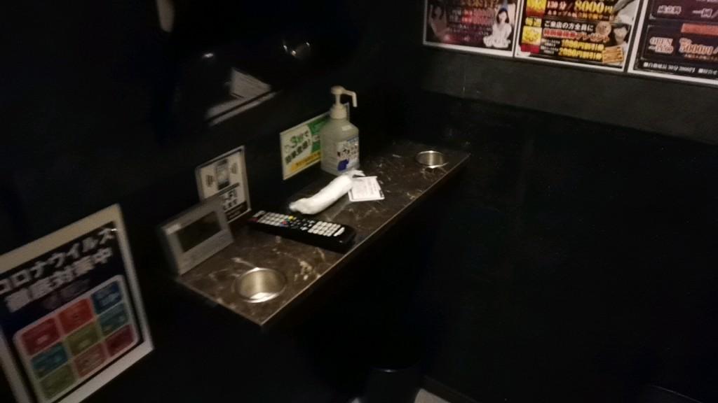 出会い喫茶「東京ドア」の個室内