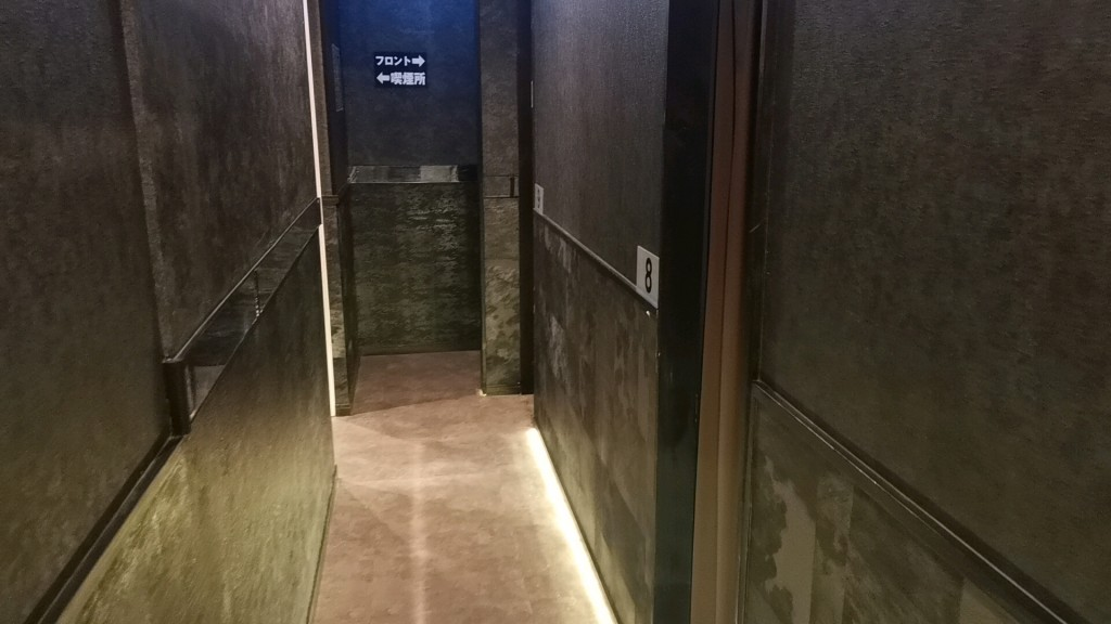 出会い喫茶「東京ドア」の店内