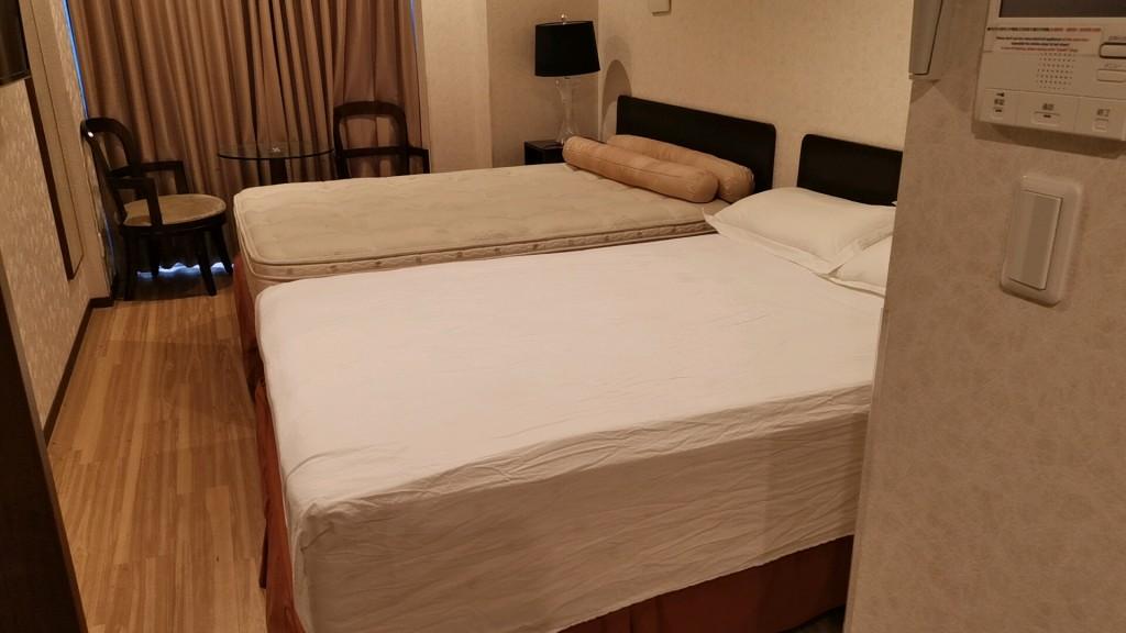 楽途ホテルのベッド