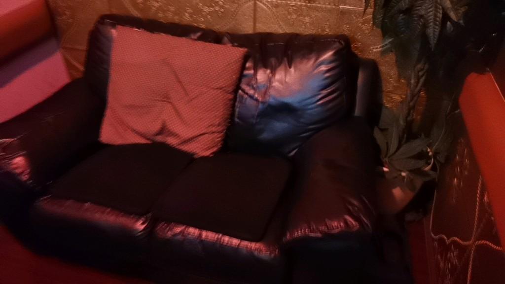 ラブフレンドの個室のソファ
