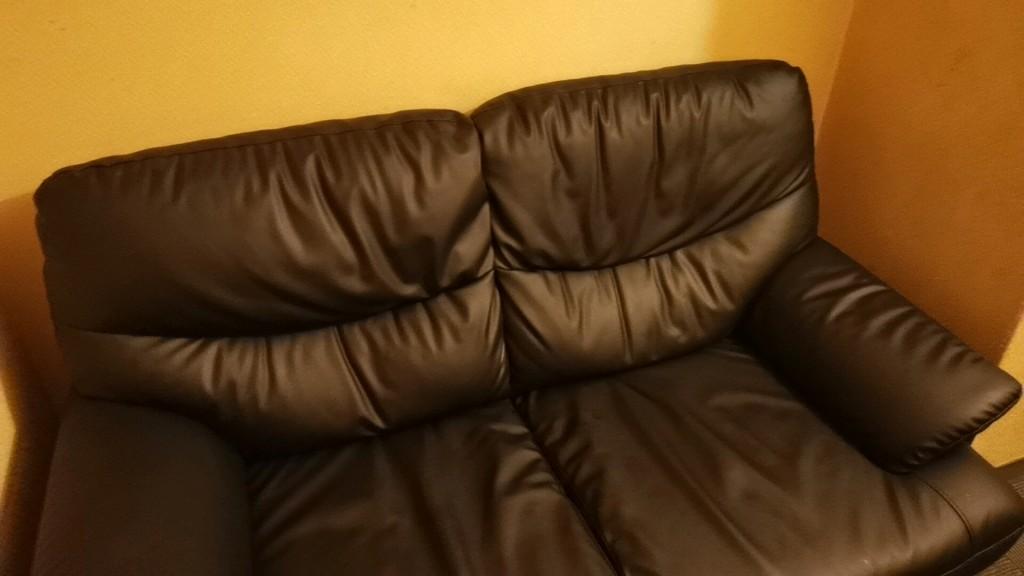 浅草橋アクアクラブの個室のソファ