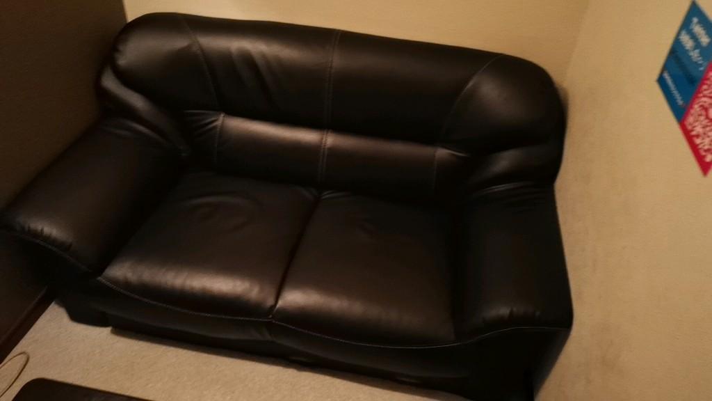 出会いカフェ「キャンディー」の個室のソファ
