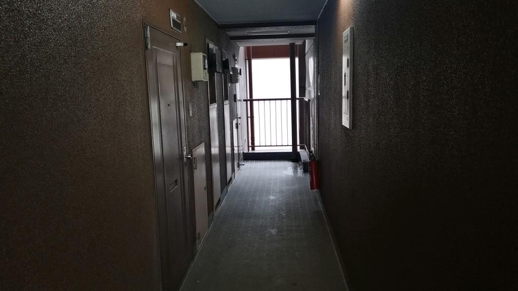 桃花のヤリ部屋があるマンションの廊下